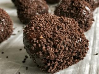 fudge brownie no bake protein balls featured image