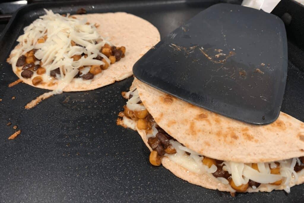 how to make the black bean quesadillas