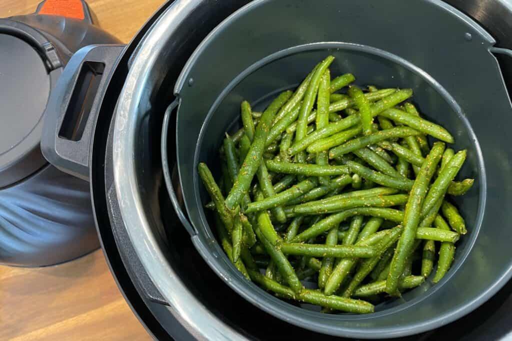 seasoned green beans in the instant pot duo crisp
